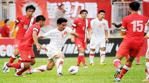 Vietnam fan's joy at meeting Arsenal after pursuing their bus