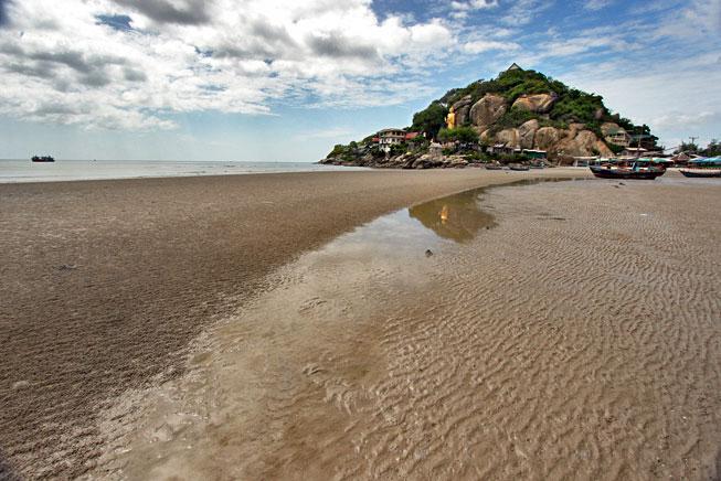 http://holeinthedonut.com/2012/09/13/nern-chalet-beachfront-hotel-hua-hin-thailand/