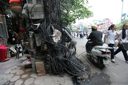 Hanoi replacing dangerous over head wires and cables