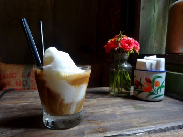 ice condense milk hanoi milk coffea, Old Quarters