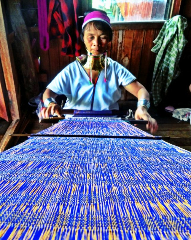 photo 1_Inle Lake_Myanma1 Lady Silk Weaving