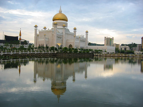 Omar Ali Saifuddin Mosque by Robert Nyman, on Flickr